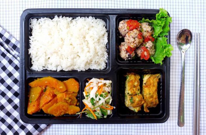 Quy trình chế biến suất ăn công nghiệp đảm bảo an toàn thực phẩm (1)